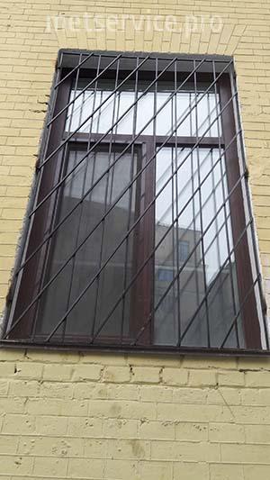 Коса решітка на вікно