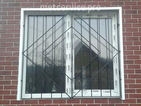 Пряма решітка на вікно