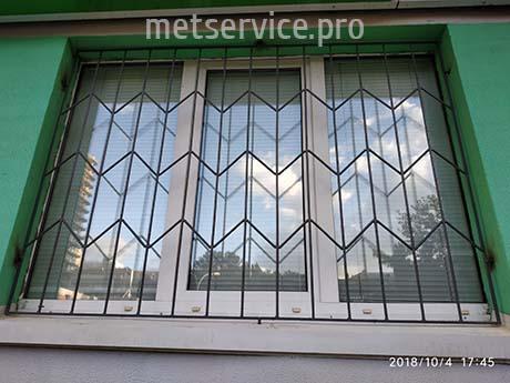 Металева решітка на вікно