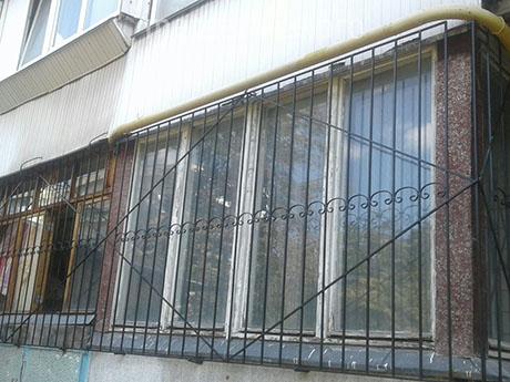 Довга решітка на вікно