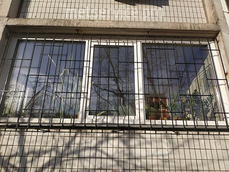 Пряма решітка на балкон