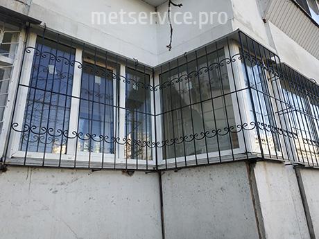 Решітка на кутові вікна