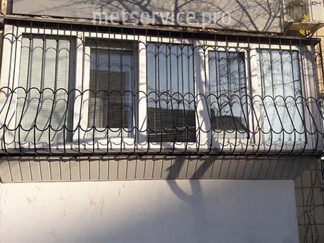 Решітка на балкон з виносом