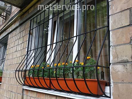 Віконна решітка для квітів в вазонах
