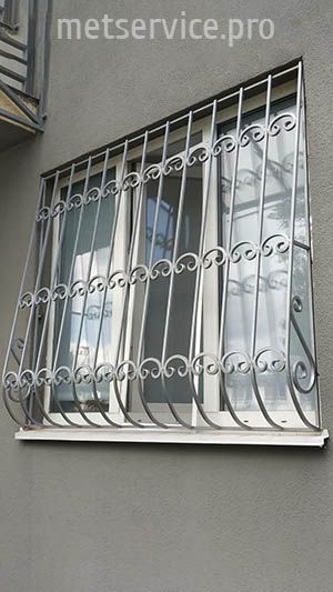 Гнуті решітки на вікна Луковиця