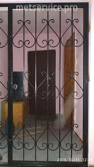 Гратчасті двері в тамбур