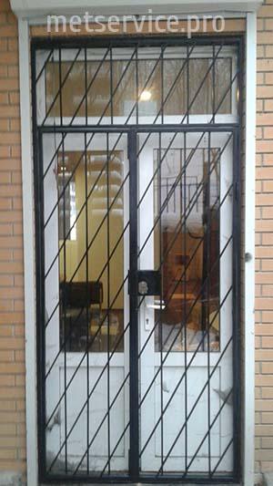 Зовнішні решітки на двері з замком